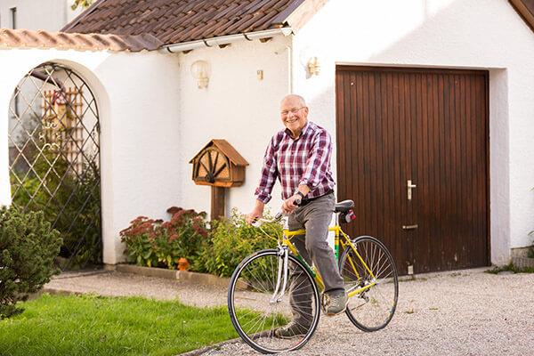 Horst Schlägl kann in seinem eigenen Haus bleiben. Die Deutsche Leibrenten AG half ihm dabei