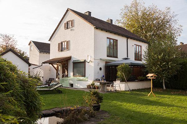 Abgesichert bis zum Lebensende. Die Immobilienrente der Deutschen Leibrente half Horst Schlägl dabei sein Haus behalten zu dürfen
