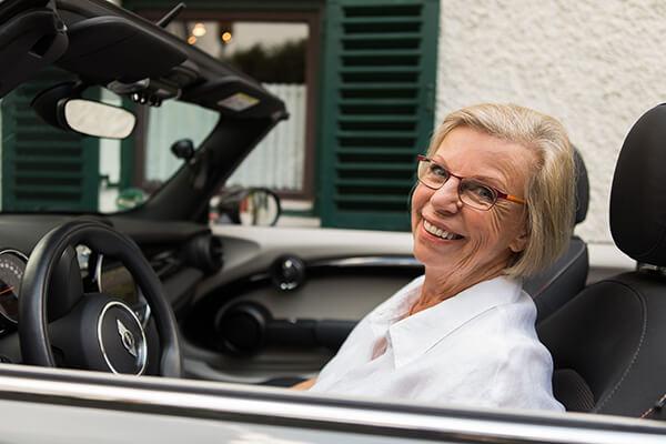 Die glückliche Immobilienrenten-Empfängerin Gudrun Ringmeier berichtet über ihre Erfahrung mit der Deutschen Leibrenten Grundbesitz AG