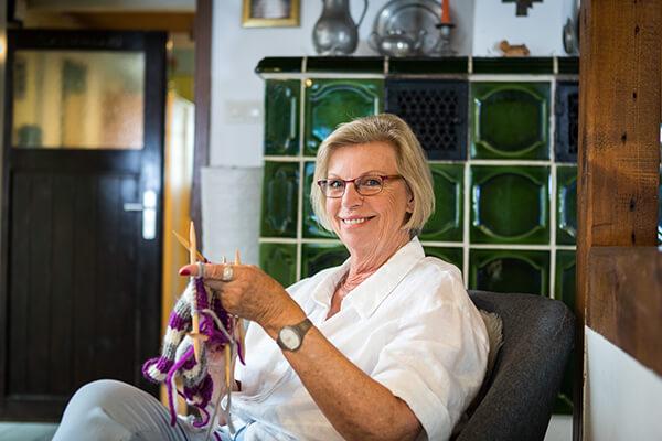 Gudrun Ringmaier will in Ruhe und finanziell ihren Ruhestand genießen. Daher hat Sie sich für die Immobilienrente der Deutschen Leibrenten AG entschieden