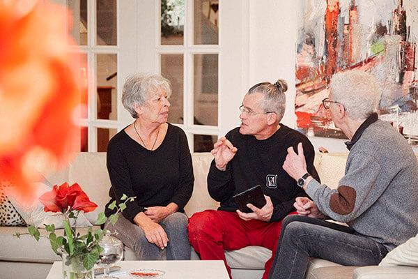 Instandhaltung der Immobilie im Alter kann für Senioren ein finanzieller und körperlicher Kraftakt sein. Mit der Immobilienrente der Deutschen Leibrenten AG sind Sie diese Sorgen los. Wir kümmern uns um die ordnungsgemäße und regelmäßige Instandhaltung der Immobilie.