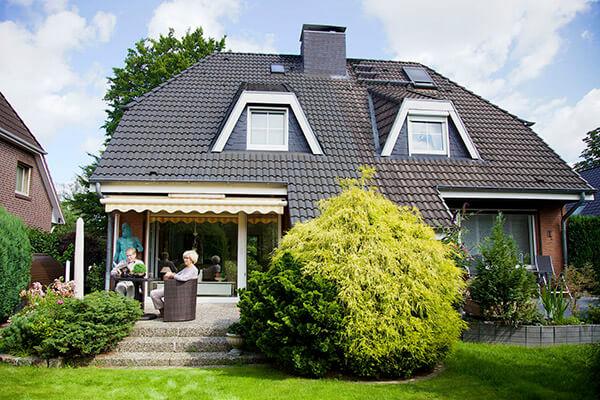 Regina und Uwe Merres können dank der Immobilienrente der Deutschen Leibrenten AG ihr Leben weiter führen wie früher.