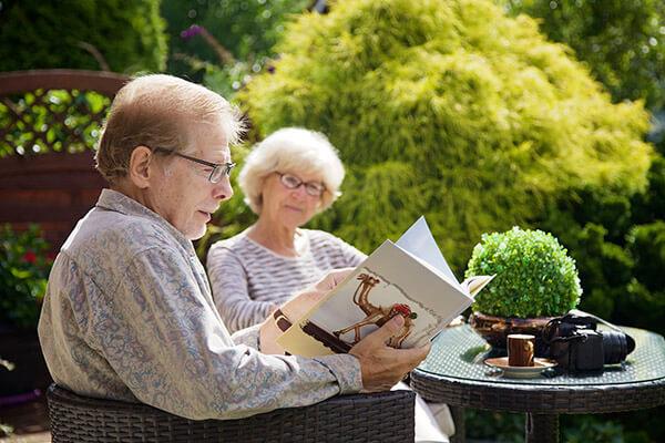 Regina und Uwe berichten wie zufrieden sie mit der Leistung der Deutschen leibrenten AG sind.