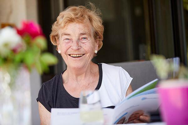 Elisabeth Siepmann ist vollkommen zufrieden mit dem Service der Deutschen Leibrenten AG. Nun berichtet sie über ihr Glück.