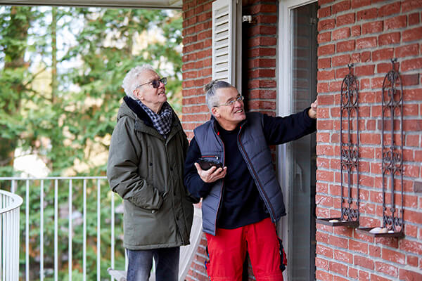 Alfred Schramm findet die Arbeit der Deutschen Leibrenten AG sehr gut und ist jetzt sehr glücklich.