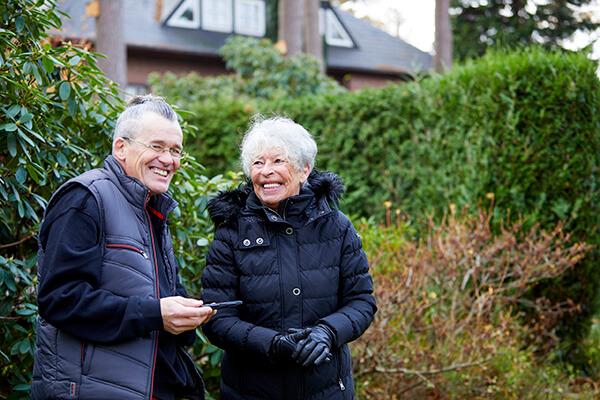 Judith und Alfred Schramm kann dank der Deutschen Leibrenten AG in ihrem Haus wohnen bleiben.