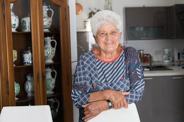 Eine zufriedene Kundin berichtet über ihre positiven Erlebnisse mit der Deutschen Leibrenten AG.