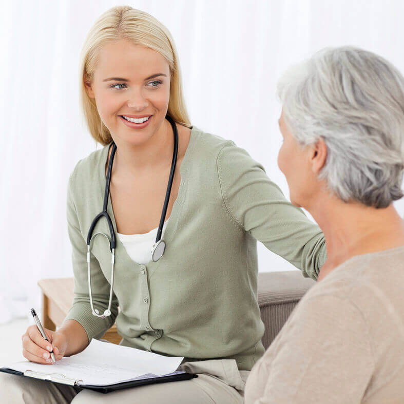 Ambulante Pflege vor Ort bei Seniorin