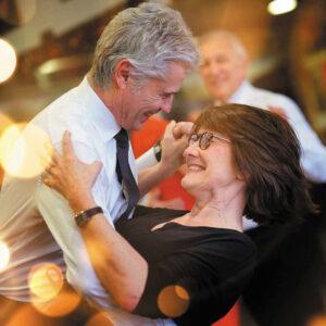 Senioren haben Spaß beim Tanzen